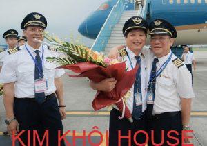 phi công cơ trưởng lái máy bay