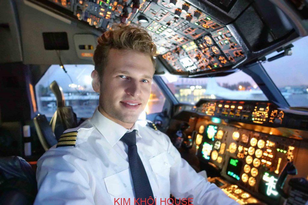 trang phục phi công cơ trưởng