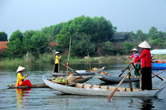 Người phụ nữ miền Tây sông nước với áo bà ba