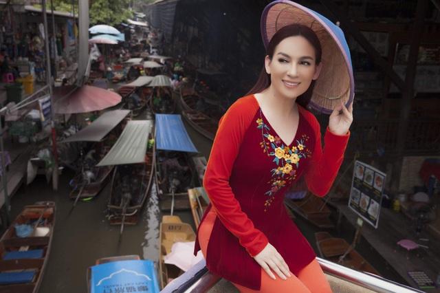 Phi Nhung mặc áo bà ba kiểu