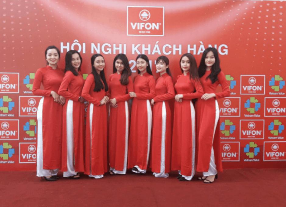 Dịch vụ cho thuê trang phục áo dài lễ tân đỏ